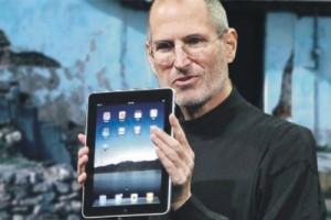 Steve Jobs will send iPads to Haitians.